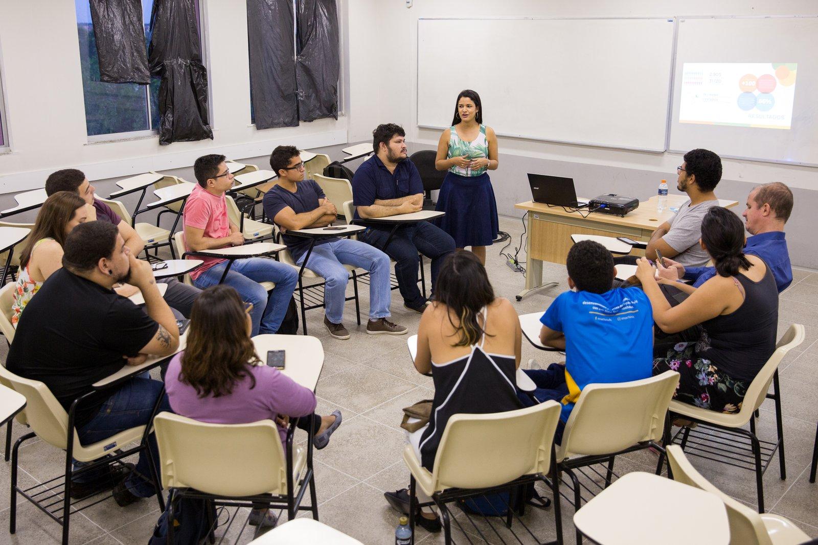"""""""A educação é a resposta para todas as inquietações sociais""""."""